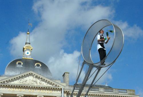 Arts du cirque et Théâtre en Furies dans les rues de Chalons